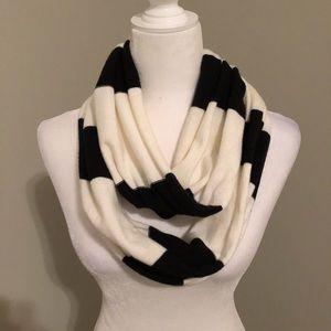 Infinity Scarf White/Black Stripe